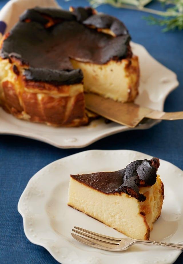ケーキ レシピ チーズ 【レシピ】プロの「ベイクドチーズケーキ」には意外な裏ワザがあった!材料を混ぜる順番が最大のポイント